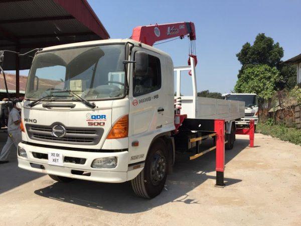 Xe tải Hino FG gắn cẩu Unic 5 tấn
