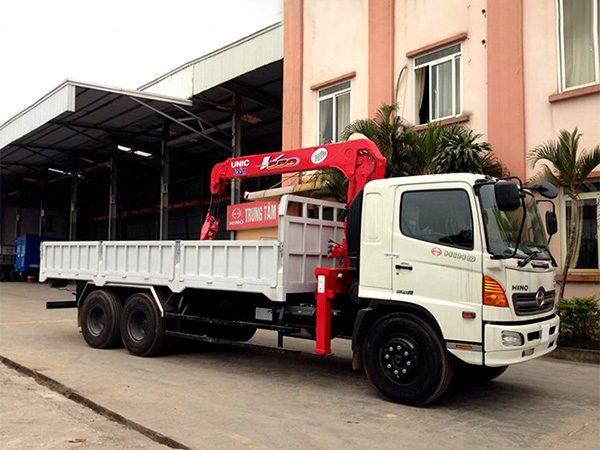 Xe tải Hino FL gắn cẩu Unic 5 tấn UR-V550