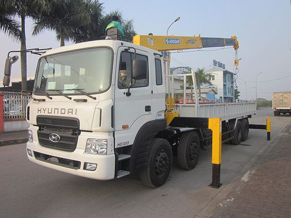Xe tải Hyundai HD320 gắn cẩu Soosan 7 Tấn