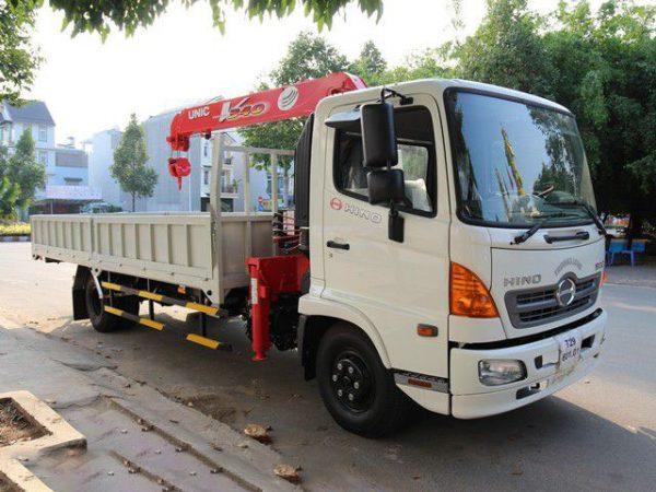 Xe tải Hino FC gắn cẩu Unic 3 tấn 4 đốt