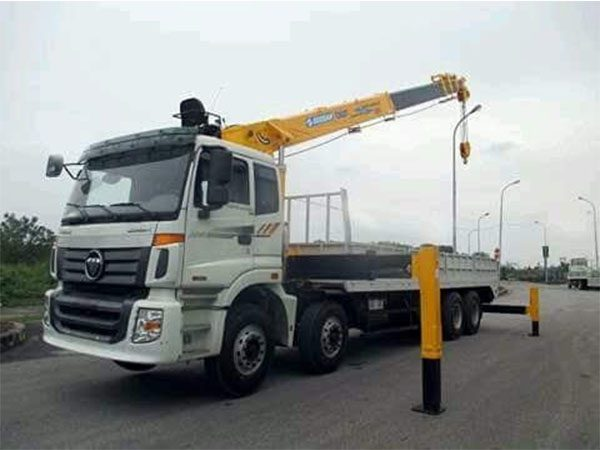 Xe tải Auman 4 Chân gắn cẩu Soosan 10 tấn