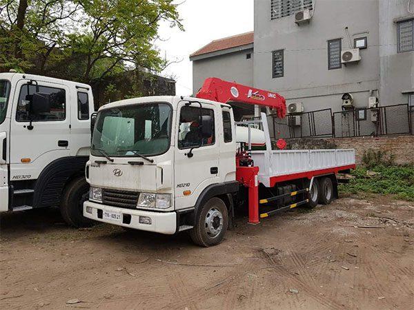 Xe tải hyundai hd210 gắn cẩu unic 5 tấn