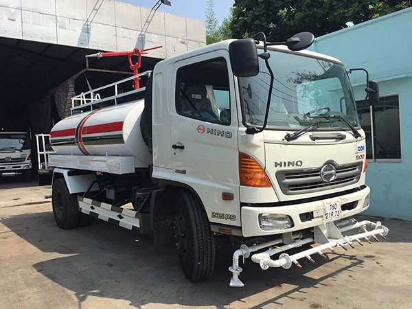 xe tưới nước Hino FG 8m3