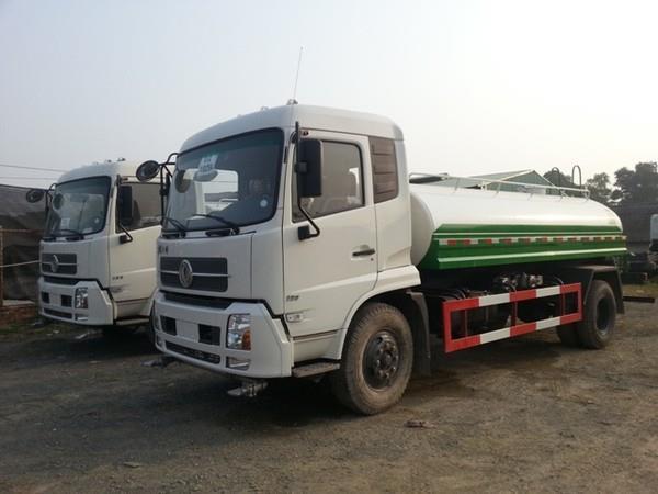 xe tưới nước Dongfeng